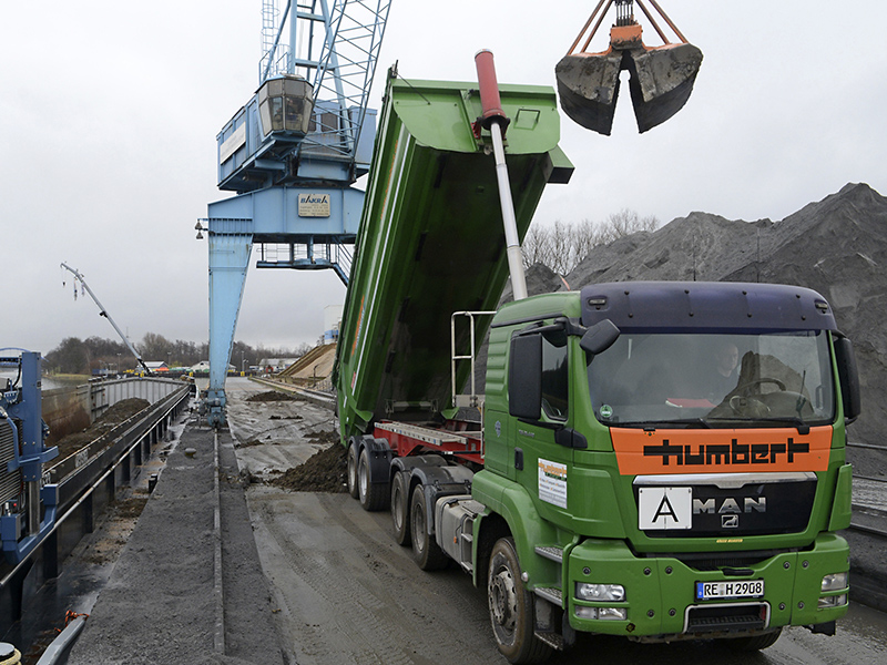 Humbert Transporte Erdbau Verladung Hafen Wesel-Datteln-Kanal
